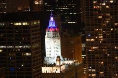 Gekleurde lichten op het Wrigley Gebouw in Chicago Royalty-vrije Stock Afbeelding
