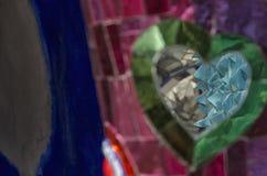 Gekleurde mozaïeken, beeldhouwwerken en spiegels Stock Foto's