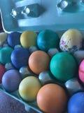 Gekleurde paaseieren stock foto's