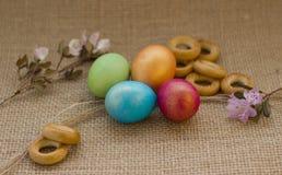 Gekleurde paaseieren stock afbeeldingen