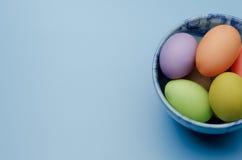 gekleurde paaseieren op een schotel Royalty-vrije Stock Fotografie