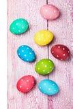 Gekleurde paaseieren op houten Royalty-vrije Stock Fotografie