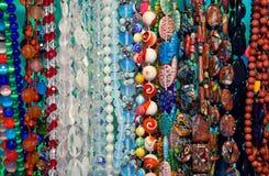 Gekleurde parelsshowcase Royalty-vrije Stock Foto
