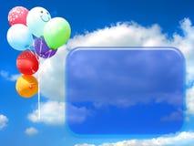 Gekleurde partijballons tegen blauwe hemel Royalty-vrije Stock Fotografie