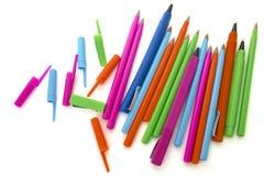 Gekleurde pennen op een wit Royalty-vrije Stock Afbeelding