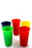 Gekleurde plastic koppen stock afbeeldingen