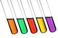 Gekleurde reageerbuizen Stock Afbeeldingen