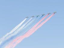 Gekleurde rook van su-25 Royalty-vrije Stock Foto's