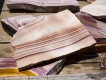 Gekleurde rotsen, halfedelstenen en mineralen voor verkoop in Bryce Village in Utah de V.S. Royalty-vrije Stock Foto's