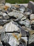 Gekleurde rotsen, halfedelstenen en mineralen voor verkoop in Bryce Village in Utah de V.S. Stock Foto