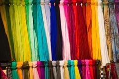 gekleurde sjaals Stock Foto's