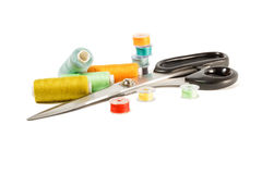Gekleurde spoelen voor naaimachine Stock Afbeelding