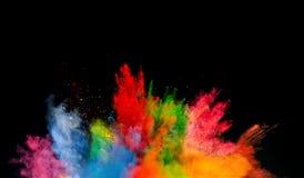 Gekleurde stofexplosie op zwarte achtergrond Stock Foto's