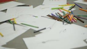 Gekleurde tellers op de lijsten met bladen van document stock footage