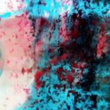 Gekleurde vloeistoffen in het water stock foto's