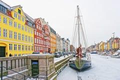 Gekleurde voorgevels van Nyhavn in Kopenhagen in Denemarken in de winter Stock Afbeeldingen