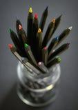 Gekleurde zwarte potloden Stock Foto