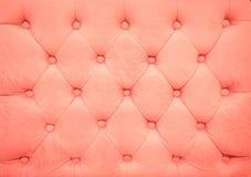 Geknöpftes Sofa der Weinlese alte rosafarbene Lederpolsterung Lizenzfreie Stockbilder