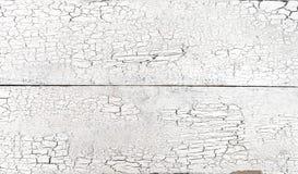 Geknackte alte weiße Farbe auf hölzernem Plankenhintergrundschmutz verwitterte Brett stockbild