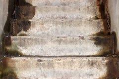Geknackte und gealterte Betonmauer mit Schaden Lizenzfreies Stockfoto