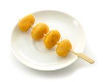 Geknepen gouden eierdooiers stock foto's