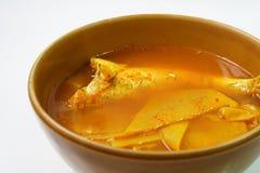 Gekochte Fische mit Bambusschoß in der würzigen und sauren Suppe lizenzfreie stockbilder