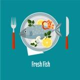 Gekochte Fische und rohes Gemüse auf einer Platte lizenzfreie abbildung