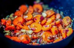 Gekochte Karotte mit roter Zwiebel Lizenzfreies Stockbild