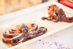 Gekochte Krake auf der Platte Exotischer teurer Meeresfrüchteteller lizenzfreie stockfotos