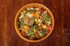 Gekochte Perlgerste mit Fleisch und Gemüse Lizenzfreies Stockfoto