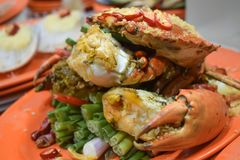 Gekochte riesige Krabbe diente am Tempel-Straßennachtmarkt in Hong Kong China stockfotos