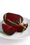 Gekochte rote Rüben mit frischem Estragon Stockbilder