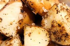 Gekochte und gepfefferte Kartoffel Stockfotografie