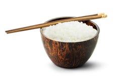 Gekochter Reis in der hölzernen Schüssel Lizenzfreie Stockfotografie