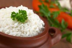 Gekochter Reis mit Petersilie lizenzfreies stockfoto