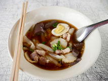 Gekochtes chinesisches Teigwarenquadrat oder Paste des Reismehls Lizenzfreie Stockfotos
