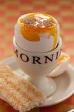 Gekochtes Ei mit Toast Lizenzfreie Stockbilder