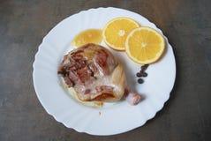Gekochtes Entenbein mit Orange und Honig Stockfotos