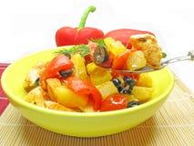 Gekochtes Fleisch mit Gemüse Stockfoto