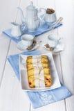 Gekonfijte vruchtencake met thee en koffie voor ontbijt Royalty-vrije Stock Afbeelding