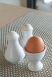 Gekookt ei in een eierdopje Royalty-vrije Stock Fotografie