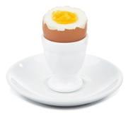 Gekookt ei in geïsoleerdn eierdopje royalty-vrije stock foto