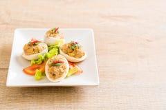 gekookt ei met fijngehakt varkensvlees stock foto's