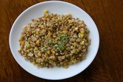 Gekookt gemengd korrelsgraangewas voor gezonde maaltijd stock foto