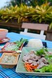 Gekookt varkensvlees met kalk, knoflook en Spaanse pepersaus (varkensvlees met kalk) Royalty-vrije Stock Afbeeldingen