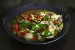 Gekookt Varkensvlees met Kalkknoflook en Chili Sauce (Moo Ma-nao stock afbeelding