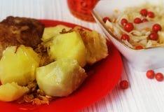 Gekookte aardappels met groenten Royalty-vrije Stock Foto's