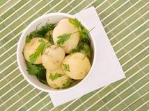 Gekookte aardappels met peterselie royalty-vrije stock foto