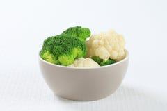Gekookte bloemkool en broccoli Royalty-vrije Stock Afbeelding