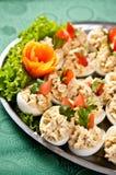 Gekookte eieren met het bovenste laagje van de vissenroom Stock Foto's